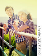 Купить «Man and woman drinking milk», фото № 29149487, снято 18 апреля 2019 г. (c) Яков Филимонов / Фотобанк Лори