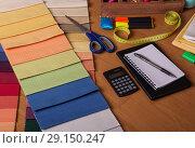 Купить «Choice of fabric for curtains, calculation of cost, textile shop», фото № 29150247, снято 10 января 2018 г. (c) Сергей Молодиков / Фотобанк Лори