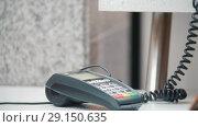 Купить «Credit card sale transaction, the cashier tears the check», видеоролик № 29150635, снято 20 января 2019 г. (c) Константин Шишкин / Фотобанк Лори