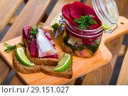 Купить «Poutassou marinated, served at bread with beets, onions and marinade from lime juice», фото № 29151027, снято 23 августа 2018 г. (c) Яков Филимонов / Фотобанк Лори