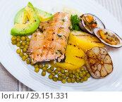 Купить «Baked trout fillet with vegetables and dog cockles», фото № 29151331, снято 22 октября 2018 г. (c) Яков Филимонов / Фотобанк Лори