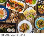 Купить «Top view of meals from trout and dog cockles», фото № 29151343, снято 16 декабря 2018 г. (c) Яков Филимонов / Фотобанк Лори