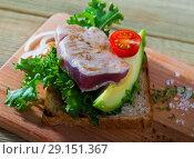 Купить «Sandwich with roasted tuna», фото № 29151367, снято 16 октября 2018 г. (c) Яков Филимонов / Фотобанк Лори