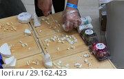 Купить «Нарезка разных сортов сыра для презентации», видеоролик № 29162423, снято 20 апреля 2019 г. (c) Евгений Ткачёв / Фотобанк Лори