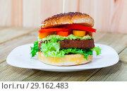 Купить «Vegetarian hamburger with soybean cutlet, tomato and lettuce», фото № 29162483, снято 22 октября 2018 г. (c) Яков Филимонов / Фотобанк Лори