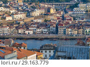 Panoramic view of river and old houses in Oporto in the afternoon, Portugal. Стоковое фото, фотограф Carlos Dominique / age Fotostock / Фотобанк Лори