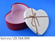 Купить «open empty box for gifts in shape of heart», фото № 29164999, снято 23 сентября 2018 г. (c) Володина Ольга / Фотобанк Лори