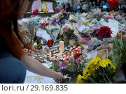 Купить «Vigil and tributes at St Anne's Square in Manchester for the victims of the terror attack at the Ariana Grande concert Featuring: Atmosphere Where: Manchester...», фото № 29169835, снято 24 мая 2017 г. (c) age Fotostock / Фотобанк Лори