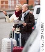 Купить «Spouses with baggage and map», фото № 29172887, снято 19 октября 2018 г. (c) Яков Филимонов / Фотобанк Лори
