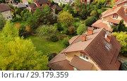 Купить «top view of a beautiful cottage village in autumn», видеоролик № 29179359, снято 18 января 2019 г. (c) Володина Ольга / Фотобанк Лори