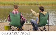 Купить «happy friends fishing and drinking beer on lake», видеоролик № 29179683, снято 28 сентября 2018 г. (c) Syda Productions / Фотобанк Лори