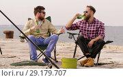 Купить «happy friends fishing and drinking beer on pier», видеоролик № 29179707, снято 28 сентября 2018 г. (c) Syda Productions / Фотобанк Лори