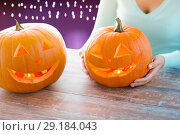 Купить «close up of woman with halloween pumpkins», фото № 29184043, снято 17 сентября 2014 г. (c) Syda Productions / Фотобанк Лори