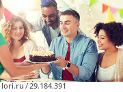 Купить «team greeting colleague at office birthday party», фото № 29184391, снято 3 сентября 2017 г. (c) Syda Productions / Фотобанк Лори