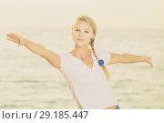 Купить «Portrait of sportswoman which is doing excercises on endurance», фото № 29185447, снято 17 июля 2017 г. (c) Яков Филимонов / Фотобанк Лори