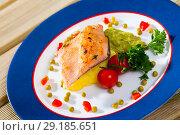 Купить «Roasted trout fillet with potato puree and guacamole», фото № 29185651, снято 21 октября 2018 г. (c) Яков Филимонов / Фотобанк Лори