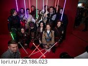 Купить «Поклонники фантастической саги Звездные войны делают групповую фотографию на выставке Comic Con в Крокус Экспо города Москвы, Россия», фото № 29186023, снято 5 октября 2018 г. (c) Николай Винокуров / Фотобанк Лори