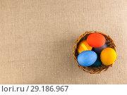 Купить «Colored eggs in the basket, prepared for the Easter holiday», фото № 29186967, снято 16 января 2019 г. (c) Владимир Пойлов / Фотобанк Лори