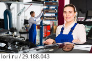 Купить «Girl auto mechanic showing car after repainting», фото № 29188043, снято 4 апреля 2018 г. (c) Яков Филимонов / Фотобанк Лори