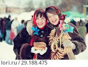 Купить «girls celebrating Pancake Week at Russia», фото № 29188475, снято 6 марта 2011 г. (c) Яков Филимонов / Фотобанк Лори