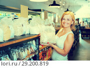 Купить «woman buying cereals in grocery store», фото № 29200819, снято 19 апреля 2019 г. (c) Яков Филимонов / Фотобанк Лори