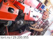 Купить «Repairman polishing footwear on machine», фото № 29200955, снято 16 октября 2018 г. (c) Яков Филимонов / Фотобанк Лори