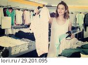 Купить «Woman shopping at the apparel store», фото № 29201095, снято 19 июня 2017 г. (c) Яков Филимонов / Фотобанк Лори