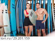Купить «sporty couple with surf equipment in surf club», фото № 29201159, снято 30 апреля 2018 г. (c) Яков Филимонов / Фотобанк Лори