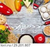 Купить «Овощи и продукты разложены кругом на белом деревянном столе с салфеткой и зеленью», фото № 29201807, снято 9 октября 2018 г. (c) Элина Гаревская / Фотобанк Лори