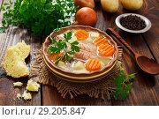 Купить «Рыбный суп с овощами», фото № 29205847, снято 1 октября 2018 г. (c) Надежда Мишкова / Фотобанк Лори
