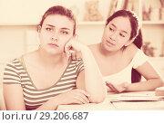 Купить «Girl asking for forgiveness from her friend», фото № 29206687, снято 7 июня 2017 г. (c) Яков Филимонов / Фотобанк Лори