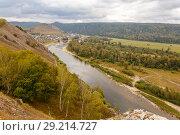 Купить «Ural village among the mountain peaks and taiga.», фото № 29214727, снято 9 сентября 2017 г. (c) Акиньшин Владимир / Фотобанк Лори