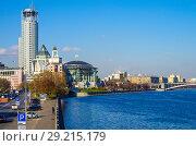 Купить «Вид на Москва-реку с Новоспасского моста, Москва», фото № 29215179, снято 24 октября 2016 г. (c) Natalya Sidorova / Фотобанк Лори