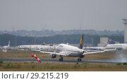 Купить «Airplane landing in Frankfurt», видеоролик № 29215219, снято 20 июля 2017 г. (c) Игорь Жоров / Фотобанк Лори