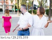 Купить «Angry female is jealousying because her boyfriend is staring on stranger girl», фото № 29215319, снято 18 октября 2017 г. (c) Яков Филимонов / Фотобанк Лори