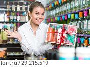 Купить «Woman delighted with cosmetics set», фото № 29215519, снято 24 апреля 2018 г. (c) Яков Филимонов / Фотобанк Лори