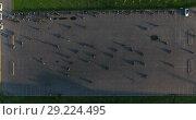Купить «Автомобильная парковка в качестве площадки для тренировки навыков вождения мотоцикла, вид сверху на мотоциклистов», видеоролик № 29224495, снято 30 мая 2018 г. (c) Кекяляйнен Андрей / Фотобанк Лори