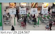 Купить «Торговый зал, кассы и сервисные стойки в магазине Prisma в Хельсинки. Финляндия», видеоролик № 29224567, снято 30 мая 2018 г. (c) Кекяляйнен Андрей / Фотобанк Лори