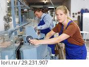 Купить «Female glazier with male colleague working on glass chamfering machine», фото № 29231907, снято 10 сентября 2018 г. (c) Яков Филимонов / Фотобанк Лори