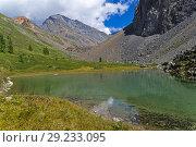 Купить «Маленькое озеро в горах. Август, Горный Алтай.», фото № 29233095, снято 9 августа 2018 г. (c) Сергей Рыбин / Фотобанк Лори