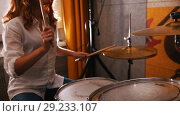 Купить «Repetition. Redhead girl plays on drums. Studiolights. Focus on drums», видеоролик № 29233107, снято 8 июля 2020 г. (c) Константин Шишкин / Фотобанк Лори