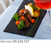 Купить «Delicious fried chicken hearts served with baked vegetables and fresh pear», фото № 29234727, снято 12 декабря 2018 г. (c) Яков Филимонов / Фотобанк Лори