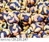 Купить «Slices of marmalade with cashew nuts. Cashews with sweets. Marmalade balls with nuts.», фото № 29235247, снято 26 марта 2019 г. (c) Леонид Еремейчук / Фотобанк Лори