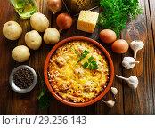 Купить «Домашняя картофельная запеканка с фрикадельками», фото № 29236143, снято 29 сентября 2018 г. (c) Надежда Мишкова / Фотобанк Лори