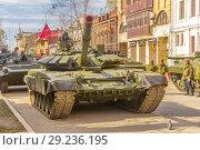 Купить «Russia, Samara, May 2018: New military modified russian army main battle tank T-72B3M in green camouflage at the city street.», фото № 29236195, снято 5 мая 2018 г. (c) Акиньшин Владимир / Фотобанк Лори