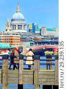 Купить «People looking towards St Paul's Cathedral from one of the wooden piers on Gabriel's Beach, South Bank, London, England, UK.», фото № 29239135, снято 21 марта 2018 г. (c) age Fotostock / Фотобанк Лори