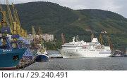 Купить «Петропавловск-Камчатский морской порт», видеоролик № 29240491, снято 4 сентября 2018 г. (c) А. А. Пирагис / Фотобанк Лори