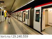 """Купить «Поезд на станции метро """"Sagrada Família"""", Барселона, Испания», фото № 29240559, снято 13 сентября 2018 г. (c) Ольга Коцюба / Фотобанк Лори"""