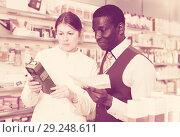 Купить «druggist explaining prescribed medicine to guy», фото № 29248611, снято 2 марта 2018 г. (c) Яков Филимонов / Фотобанк Лори