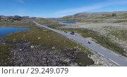 Купить «Aurlandsfjellet - живописная дорога Fv243 в Норвегии. Высокогорная трасса со снегом в летнее время года. Поездка на мотоцикле.», видеоролик № 29249079, снято 1 октября 2018 г. (c) Кекяляйнен Андрей / Фотобанк Лори